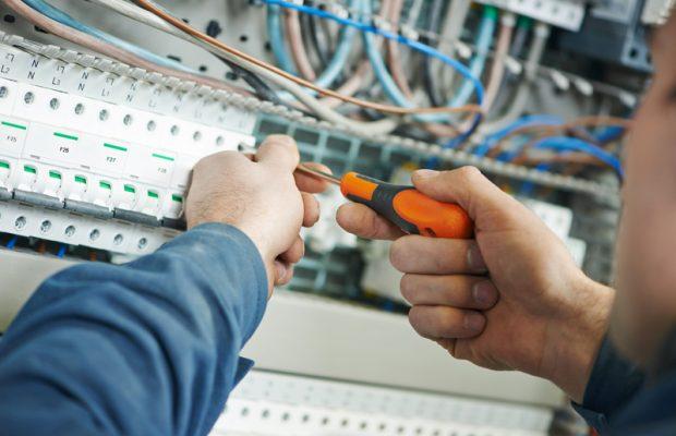 718, 718, ppf-normes-electriques-2, PPF-Normes-electriques-2.jpg, https://www.preservationdupatrimoine.fr/wp-content/uploads/PPF-Normes-electriques-2.jpg, Mise aux normes d'un tableau électrique, 9, , , ppf-normes-electriques-2, 2016-10-31 13:55:38, 2018-06-06 09:53:17, image/jpeg, image, https://www.preservationdupatrimoine.fr/wp-includes/images/media/default.png, 800, 534, Array