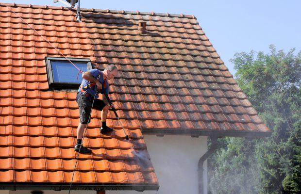 705, 705, Travaux de traitement de toiture, PPF-Traitement-2.jpg, https://www.preservationdupatrimoine.fr/wp-content/uploads/PPF-Traitement-2.jpg, Technicien réalisant un traitement de toiture par hydrofuge, 9, , , ppf-traitement-2, 2016-10-31 13:39:39, 2018-06-05 12:16:02, image/jpeg, image, https://www.preservationdupatrimoine.fr/wp-includes/images/media/default.png, 800, 533, Array