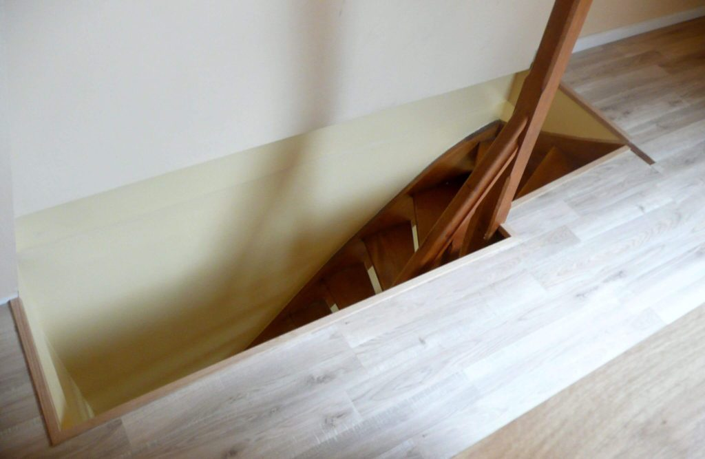 Escalier pour accéder à des combles aménagés