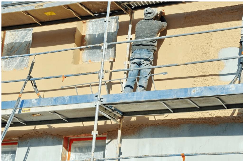 Ravalement d'une façade en rénovation à Lyon
