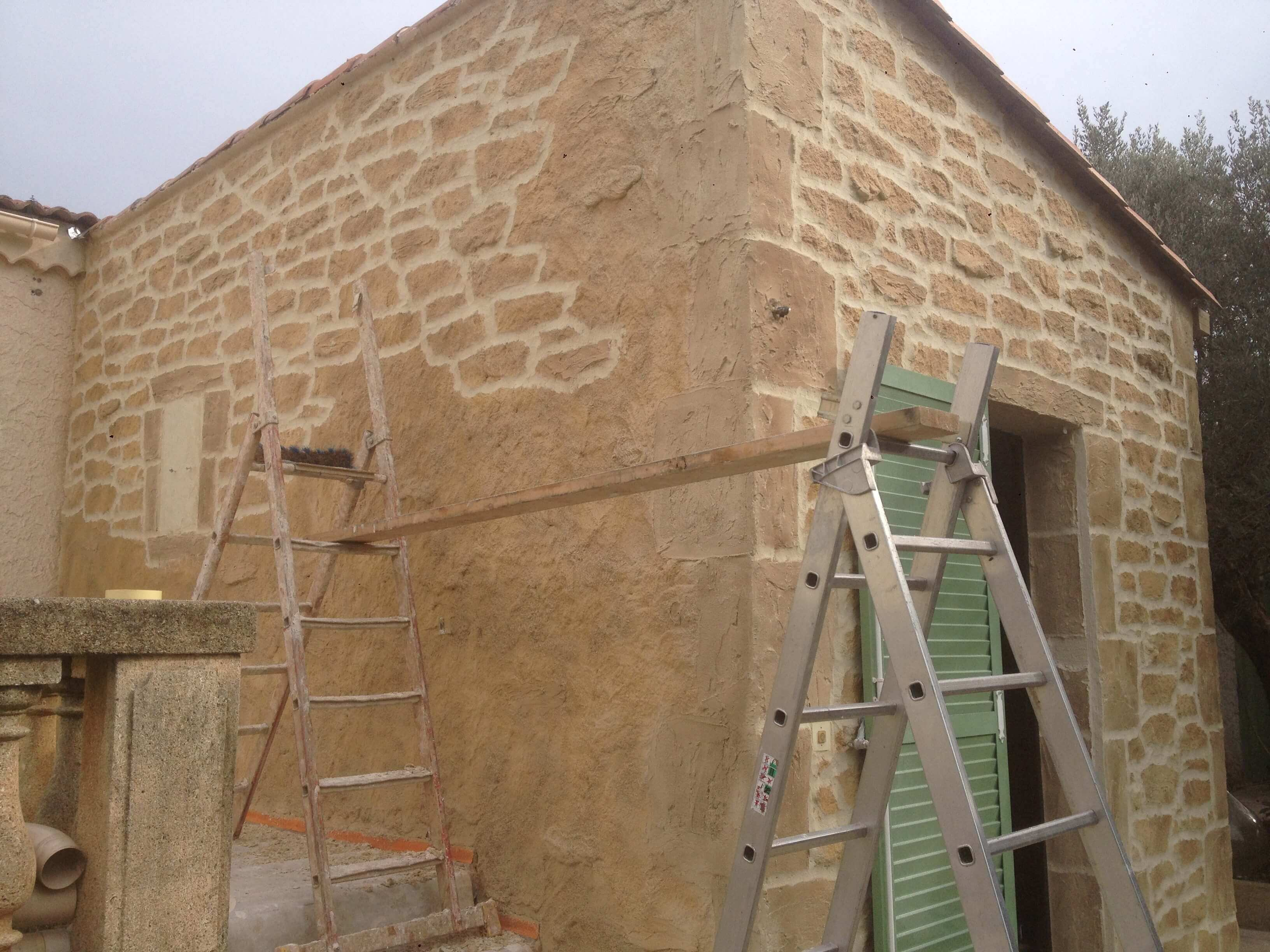 Préparation avant ravalement de façade en pierre
